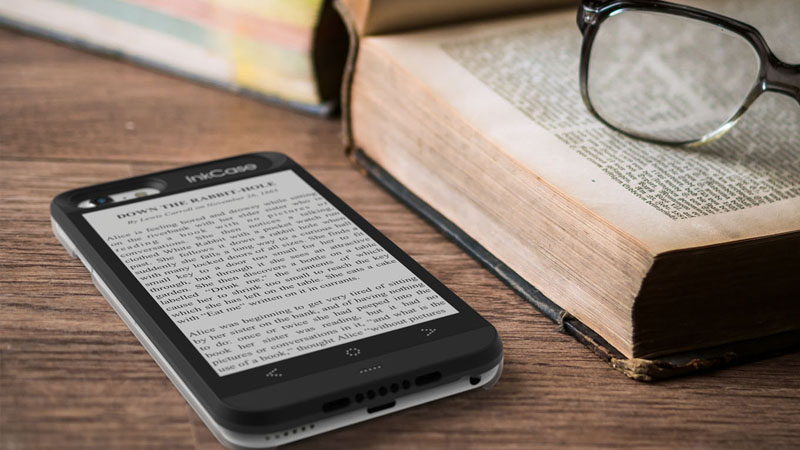 InkCase i6 eReader for iphone 6 lifestyle image